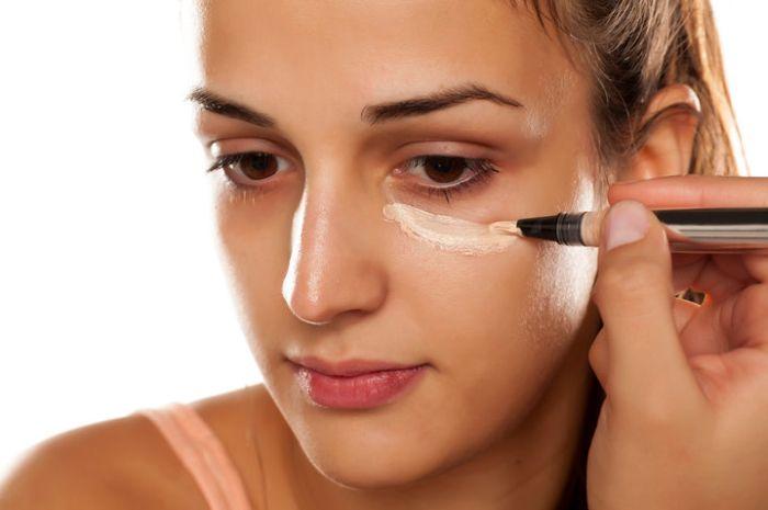 Rekomendasi produk concealer yang mampu menutupi noda di wajah dalam sekejap