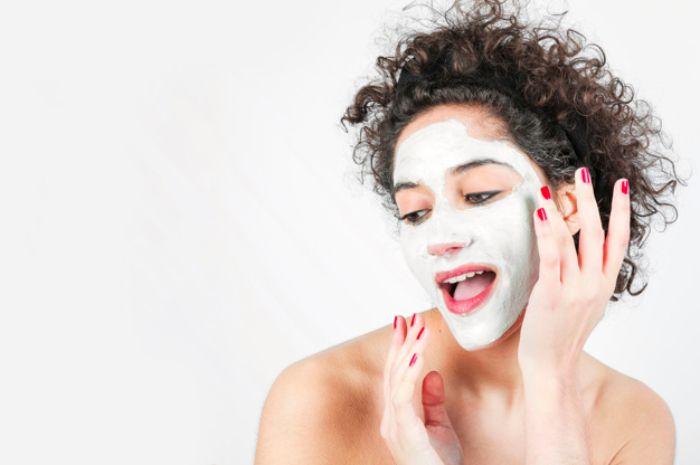 Inilah rekomendasi 3 masker yang cocok untuk wajah berjerawat di bawah 30 ribu rupiah!