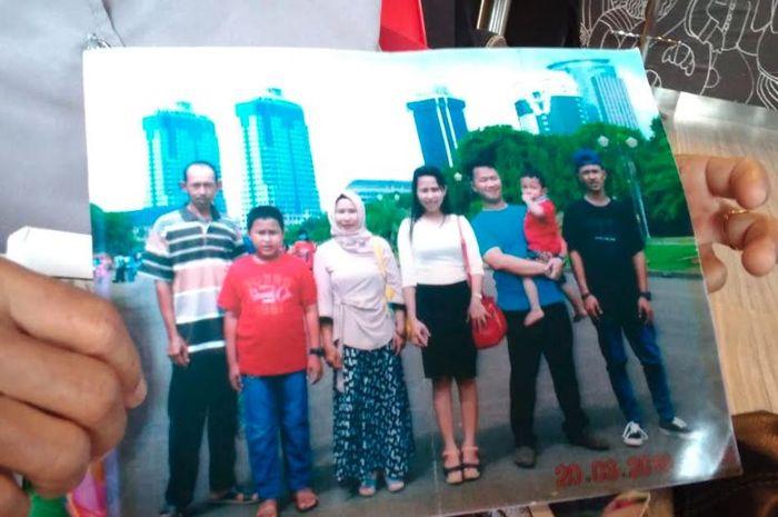 Foto korban Lion Air JT 610, Restya Amelia bersama keluarganya.