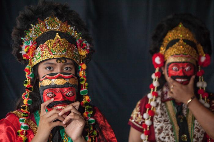 Tari topeng sebagai warisan budaya.