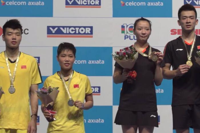 Wang Yilyu/Huang Dongping (jersey kuning ) dan Zheng Siwei/Huang Yaqiong (jersey hitam)