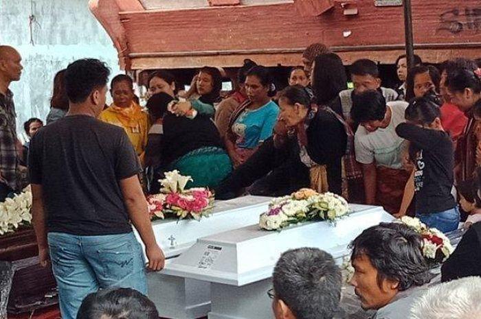 Suasana Haru Pemakaman Korban Pembunuhan Satu Keluarga di Bekasi