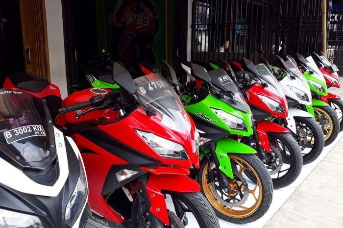Kawasaki Ninja 250 cc yang dijual di diler Aris Motor Sport di Bekasi Utara