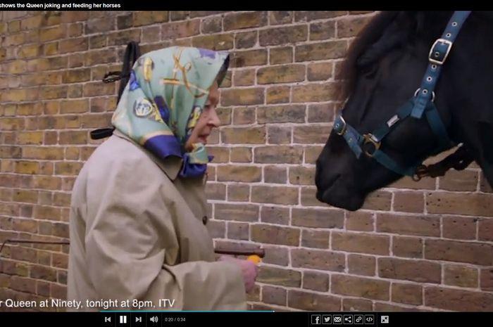 Ratu Elizabeth II naik kuda di usia 92 Tahun