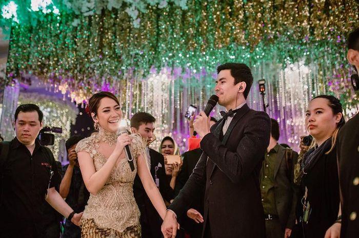Pernah Jadi Teman Duet, Cantiknya Bunga Citra Lestari Hadiri Pernikahan Christian Bautista dan Kat Ramnani