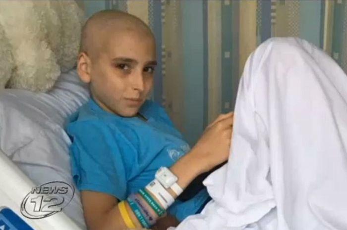 Nicholas yang diambil hak asuhnya dari ibunya karena menghentikan kemoterapi.