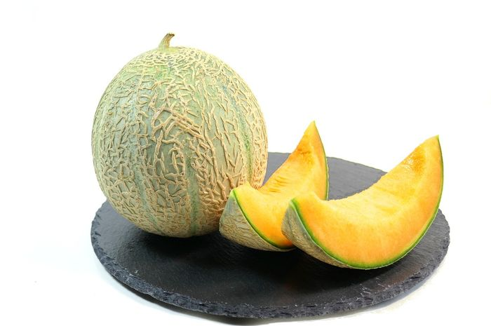 Dibalik rasanya yang manis, buah melon punya sederet manfaat tak terduga