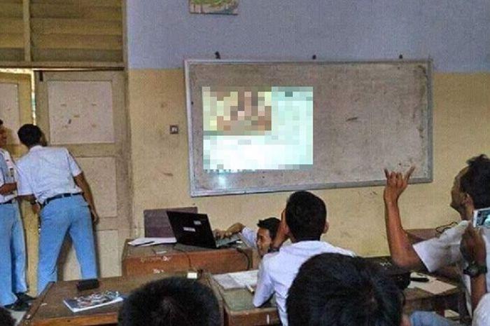 Pelajar SMA Bikin dan Sebar Video Porno untuk Medsos, Temen Sekelas Nonton Bareng!
