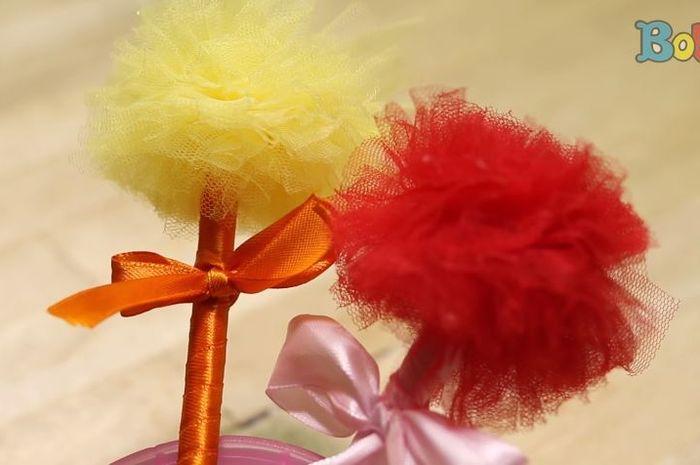 Cara membuat hiasan pom-pom pulpen