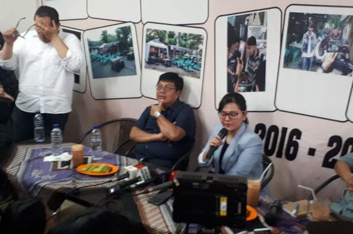 Direktur Utama Persija Jakarta, Gede Widiade, Sekjen PSSI, Ratu Tisha Destria, serta wartawan olahra