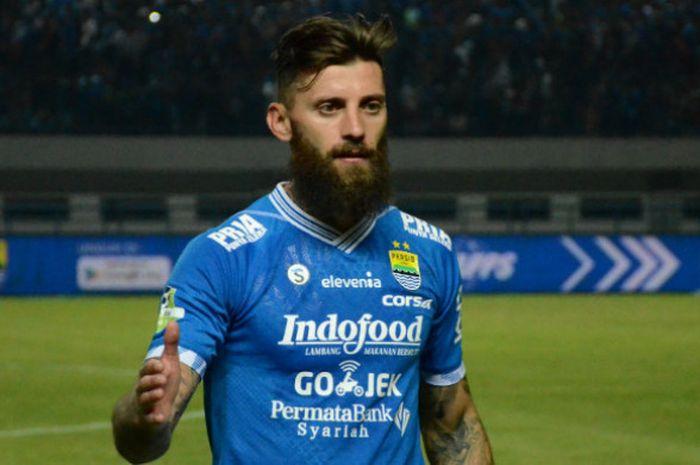Bek Persib Bandung asal Serbia, Bojan Malisic seusai melawan Arema di Stadion Gelora Bandung Lautan