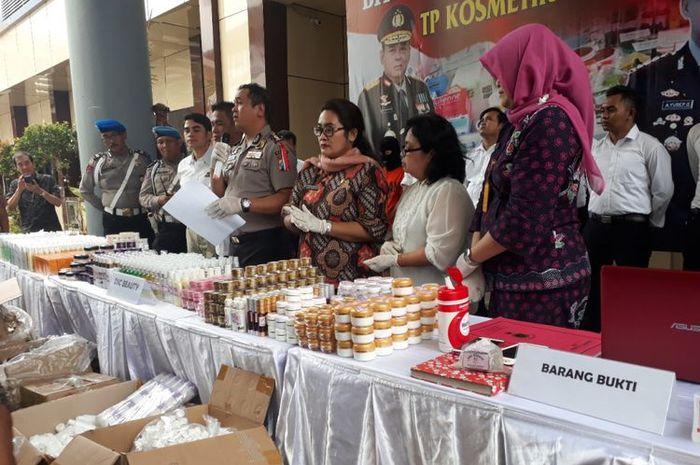 Barang bukti produk kosmetik ilegal diamankan di Mapolda Jatim