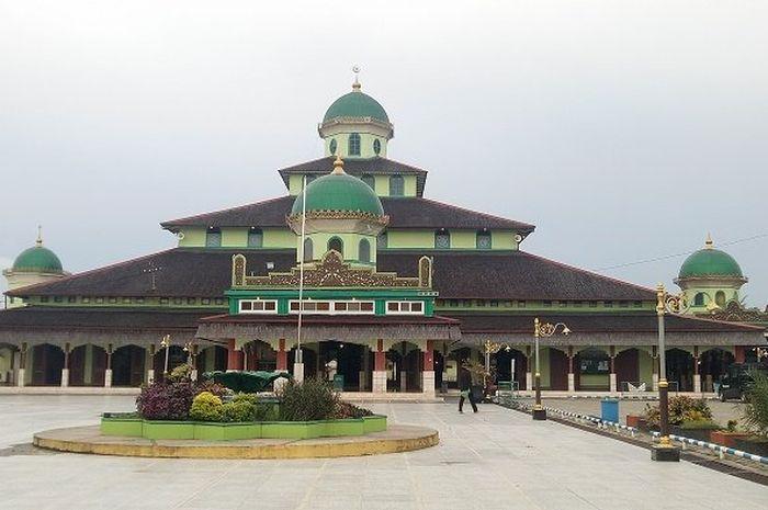 Masjid Jami' Banjarmasin dianugerahi sebagai masjid teladan peringkat pertama di Banjarmasin dan nomor tiga di tingkat nasional