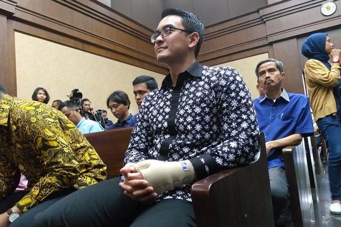 Zumi Zola dalam sidang agenda putusan di Pengadilan Tindak Pidana Korupsi Jakarta, hari ini, Kamis (