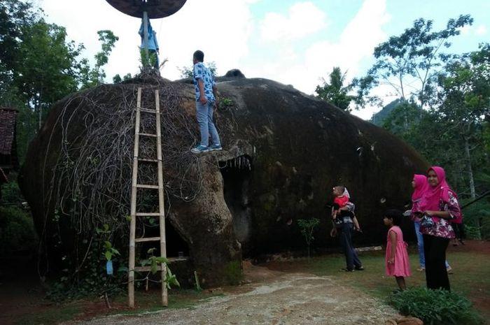 rumah batu milik Sutini di Wonogiri