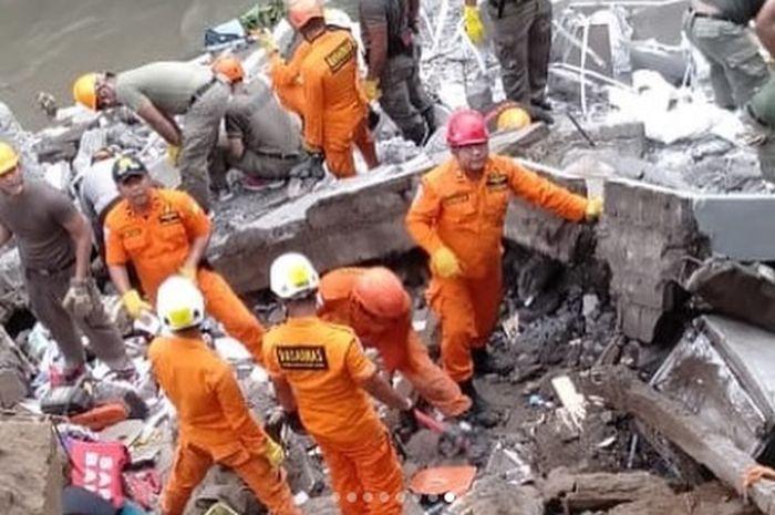Bencana longsor baru saja terjadi di Desa Batubulan Kecamatan Sukawati, Gianyar, Bali, Sabtu (8/12/2018).