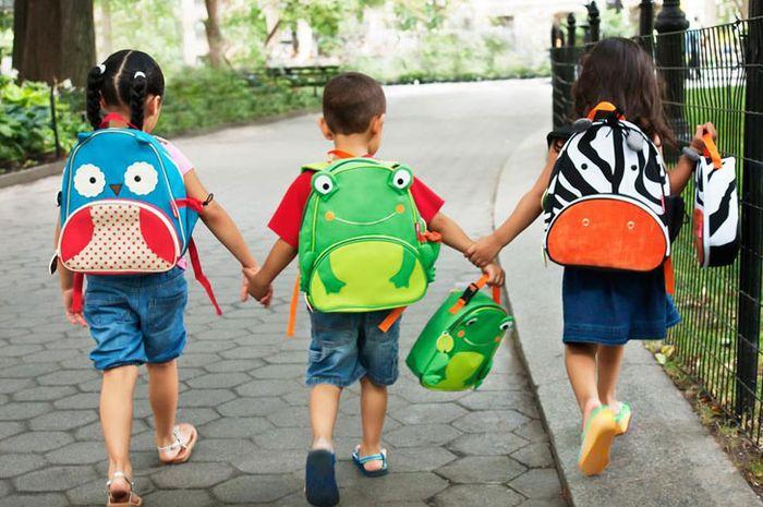 Jangan Biarkan Anak Bawa Ransel Sekolah dengan Beban Berat! Ini Risikonya
