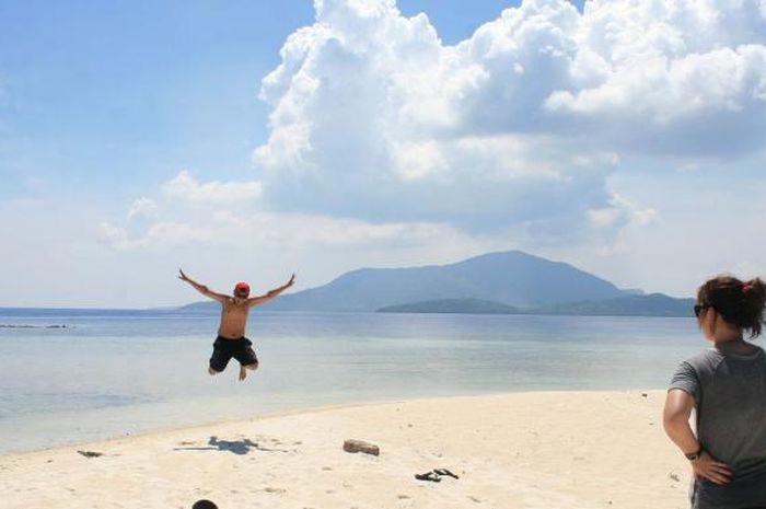 Selain penangkaran Hiu, Karimunjawa juga menawarkan keindahan pantai yang alami.