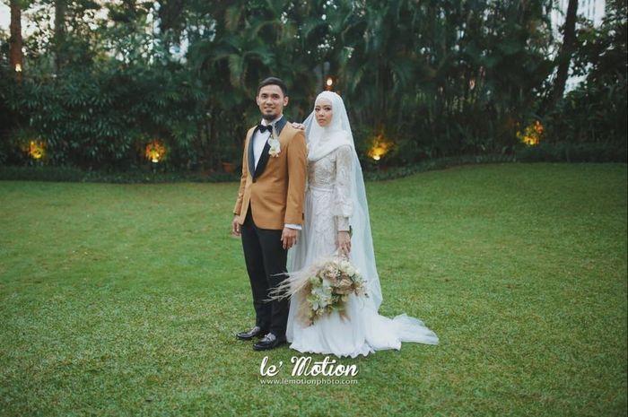 Tampilan Baju Pengantin Hijab Simpel Lindswell Kwok Saat Menikah dengan Achmad Hulaefi - Hijab