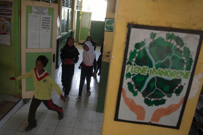 Siswa di Sekolah Mangrove.
