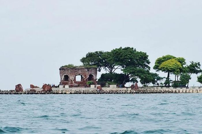 Bangunan di Pulau Onrust.