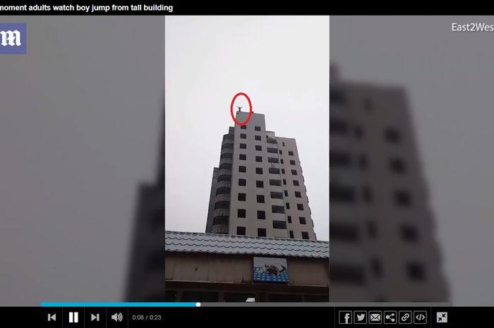 Bogdan Firsov, remaja yang tewas setelah melompat dari gedung lantai 14 setelah parasutnya gagal terbuka dengan sempurna.