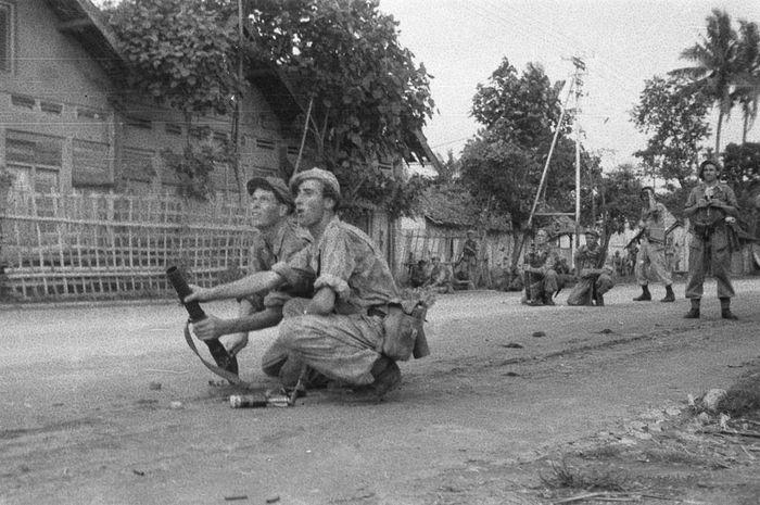 Serdadu Belanda dalam Aksi Polisional II, Desember 1948.