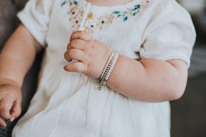bayi pakai perhiasan