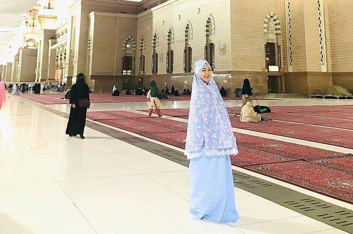 7 Penampilan Via Vallen dalam Balutan Hijab, Makin Anggun dan Bersahaja