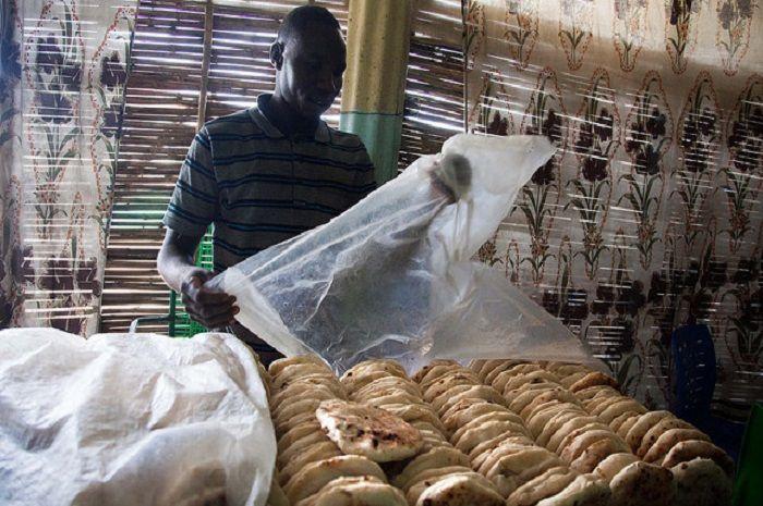 Harga roti Sudan jadi Rp 900 perak, Presiden terancam digulingkan.