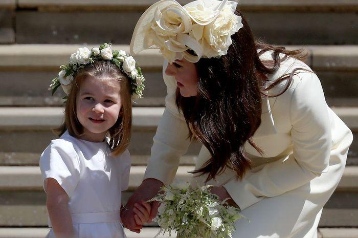Tak Pernah Pakai Celana Panjang, Ternyata Ini Alasan Putri Charlotte Selalu Kenakan Gaun