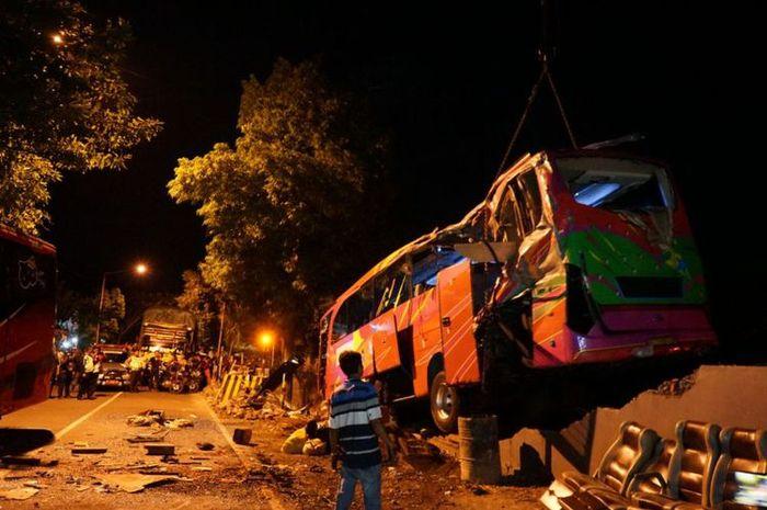 Kecelakaan dua bus di jalur Pantura, tiga tewas