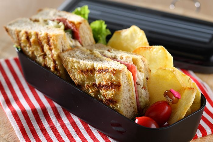 Resep Membuat Sandwich Chicken Mayo With Smoked Beef
