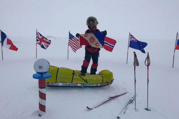 Colin O'Brady saat mencapai Kutub Selatan.