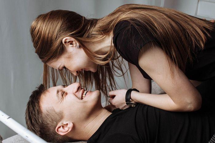 Coba Katakan 3 Kalimat Ini Sebelum Berhubungan Intim Agar Bercinta Makin Panas