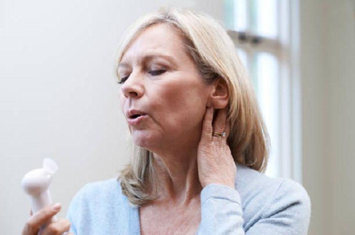 Hot flashes atau perasaan kepanasan dapat terjadi bukan karena menopause