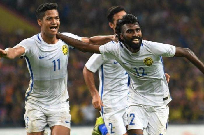 Pemain Timnas Malaysia Thanabalan Nadarajah (kanan) merayakan golnya ke gawang Timnas U-22 Indonesia