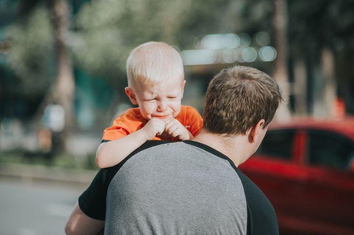 Anak sering mengamuk dan menangis? Atasi dengan cara ini