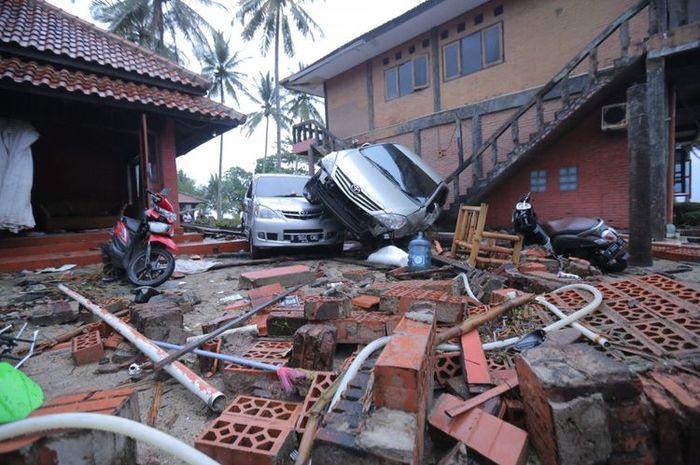 Suasana di salah satu penginapan di Banten setelah gelombang tsunami menghantam.