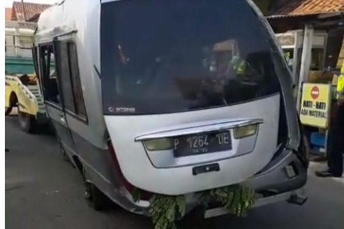 VIDEO : Kondisi Terkini Kecelakaan Maut Minibus Disambar Kereta Api Jaya Baya di Pasuruan, Lokasi Kejadian Jadi Tontonan Warga