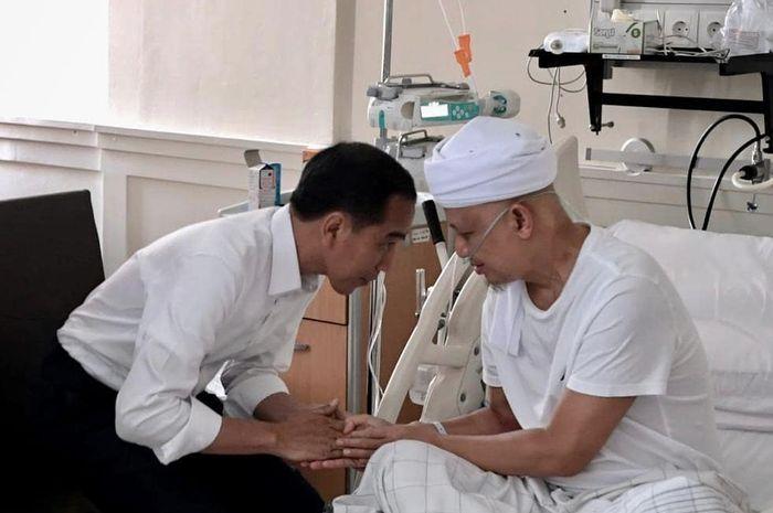 Mendengar Ustaz Arifin Ilham Kembali Dirawat, Jokowi Jenguk dan Berdoa Untuk Kesembuhan Sang Pendakwah