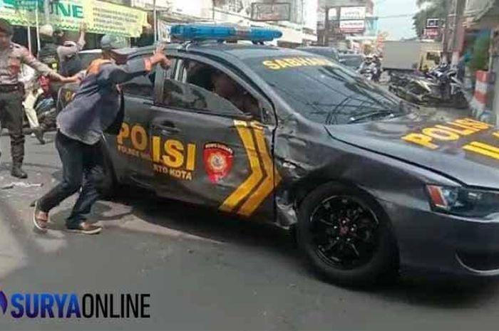 Mobil Patwal Polisi Diseruduk Truk Saat Kawal Tahanan dari Lapas ke PN Mojokerto