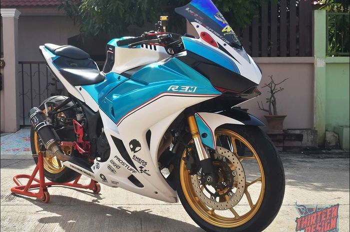 Yamaha R3 bergaya sporty ala motor balap