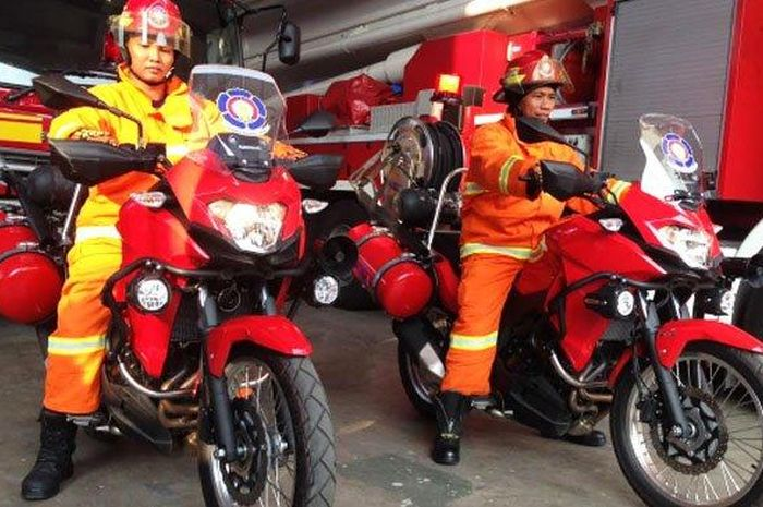 WALANG KADUNG - Dua Driver motor PMK siap menerobos gang kampung jika ada kebakaran