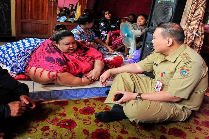 Detik-detik Menegangkan Titi Wati Dievakuasi dari Dalam Rumah Kontrakan ke Rumah Sakit