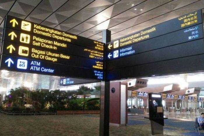 Papan petunjuk di Terminal 3 Ultimate, Bandara Internasional Soekarno-Hatta