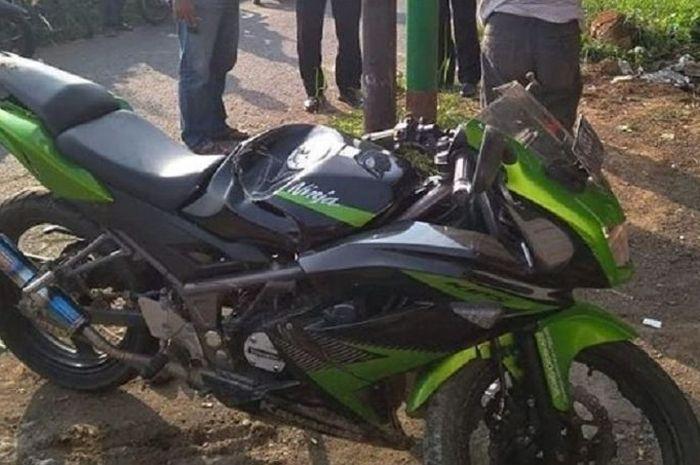 Kondisi Kawasaki Ninja RR 150 milik salah satu pelajar yang rusak setelah tabrak tiang listrik