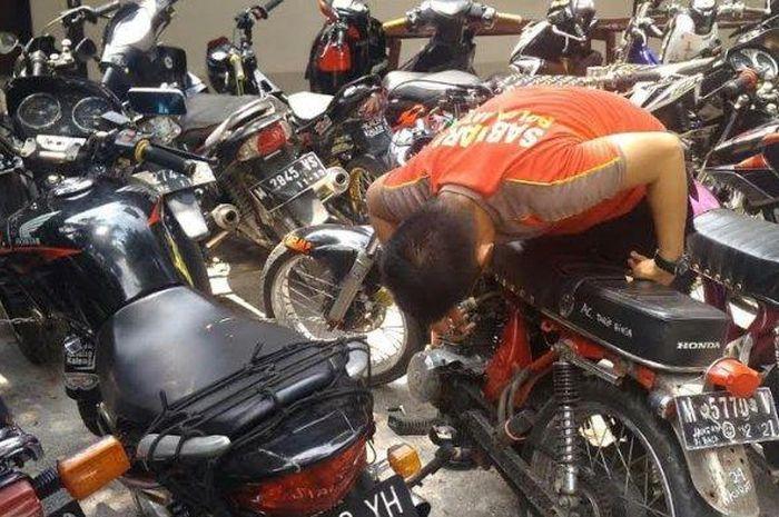 Puluhan unit sepeda motor yang disita petugas Sat Sabhara Polres Pamekasan dalam razia balap liar, Jumat (11/1/2019) dini hari.