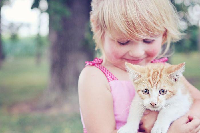 Moms perlu berhati-hati ketika Si Kecil berinteraksi dengan hewan