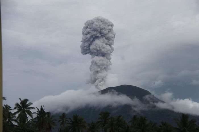 Gunung Ibu di Halmahera Meletus, Ternyata Sudah Terjadi Hampir Setiap Hari Selama 3 Bulan Terakhir